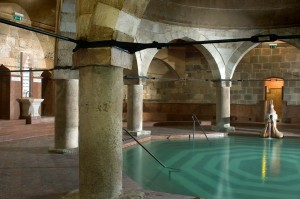 Octogonal-Pool-Rudas-Turkish-Bath-Budapest-300x199